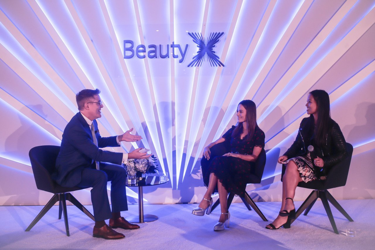 Sheena Yaitanes, center, on the stage of BeautyX Capital Summit 2018 sharing details of the Series A funding of Kosas headed by CircleUp Growth Partners. (At right, Alison Ryu, then of CircleUp, and Christopher Napolitano of Indie Beauty Media Group.)