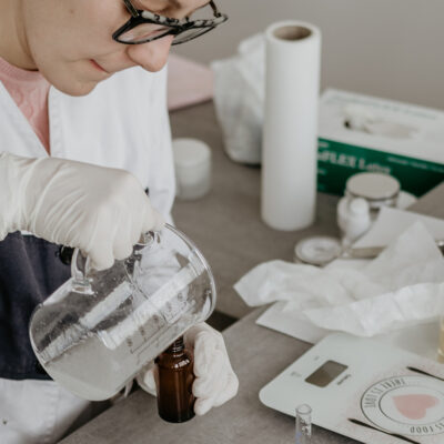 What Indie Beauty Brands Should Know Before Negotiating With Manufacturers